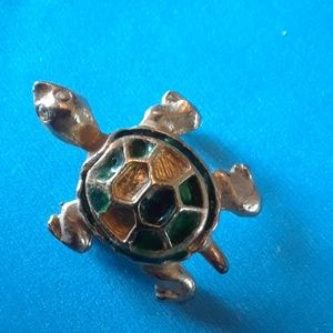 Jewelry - Turtle Brooch gold color